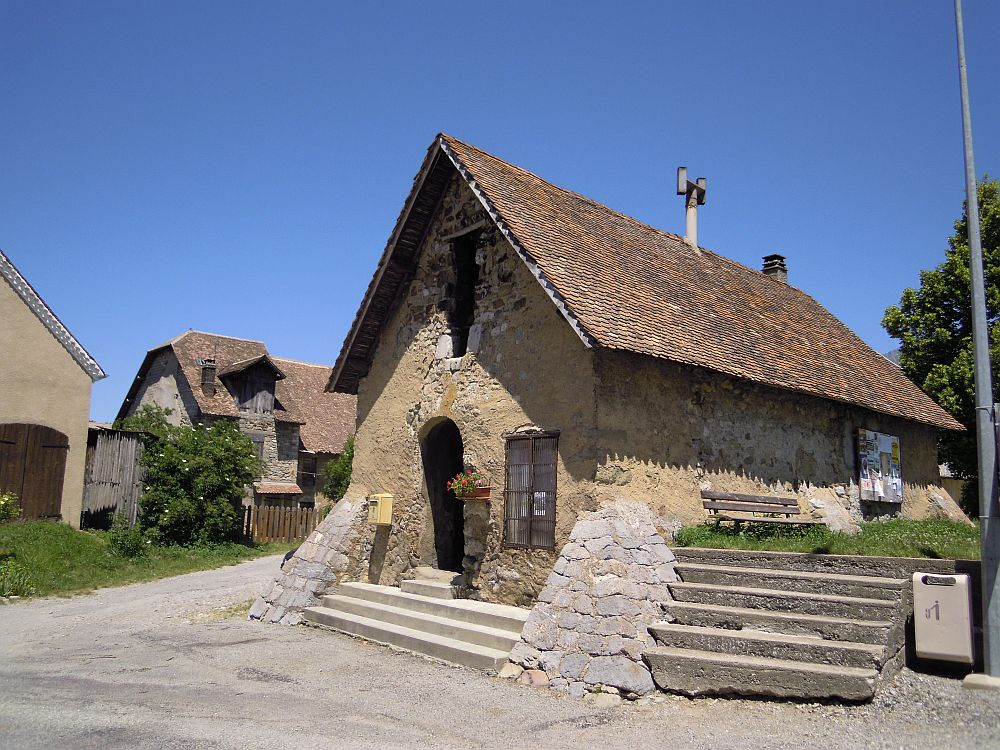Poligny four du village