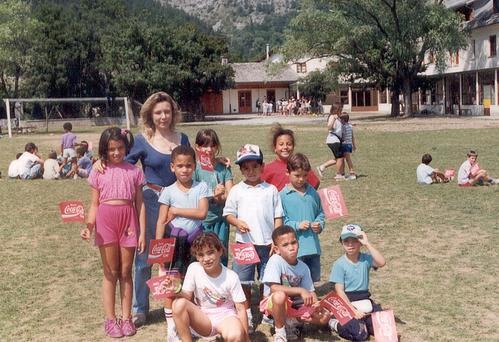 1996-photo-groupe-avec-monitrice.800.jpg