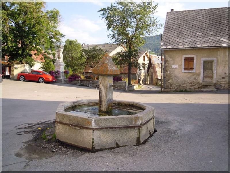 Ancelle-place-du-village.jpg