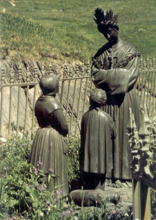 Apparition-de-la-Sainte-Vierge-800.jpg
