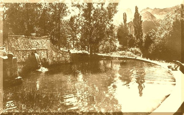 Bassin-du-Chateau-des-Herbeys.jpg