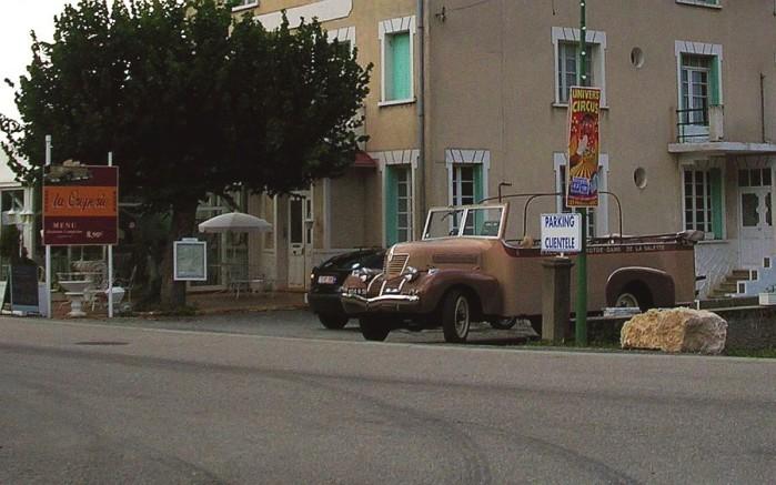 Car-des-excursions-Corps-Notre-Dame-de-La-Salette.jpg