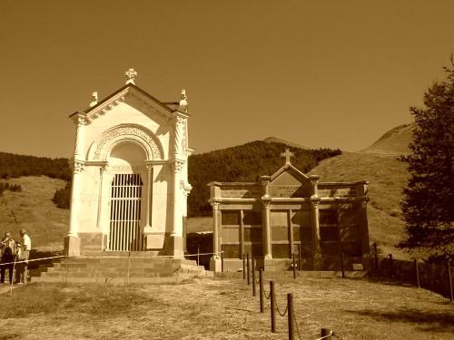 Chapelle-cimetiere-La-Salette.jpg