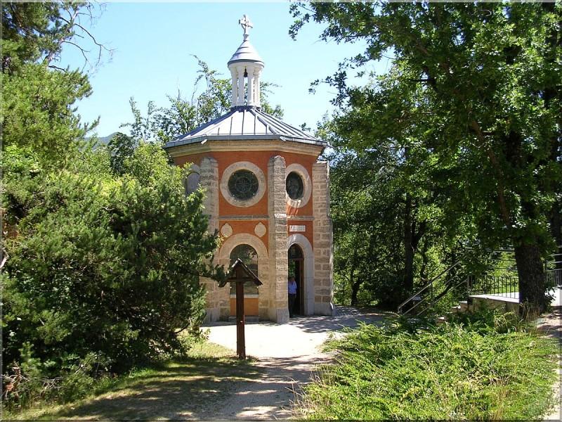 Chapelle-du-Precieux-sang-Laus.jpg