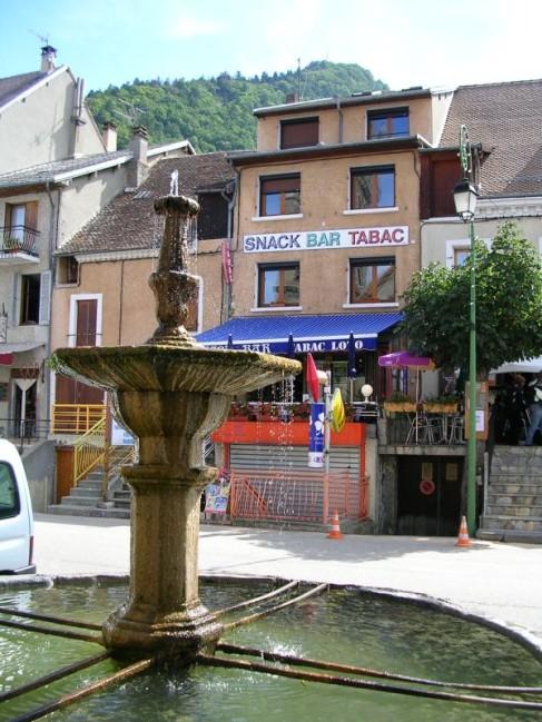 Corps village Rue principale