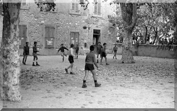 Ecole-Sainte-Jeanne-d-Arc-aix-1956.jpg