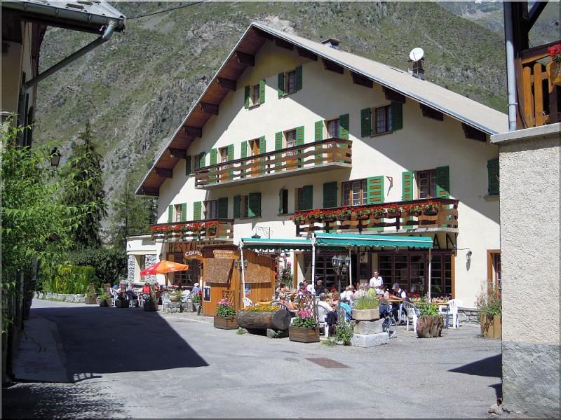 Hotel-du-Mont-Olan.jpg