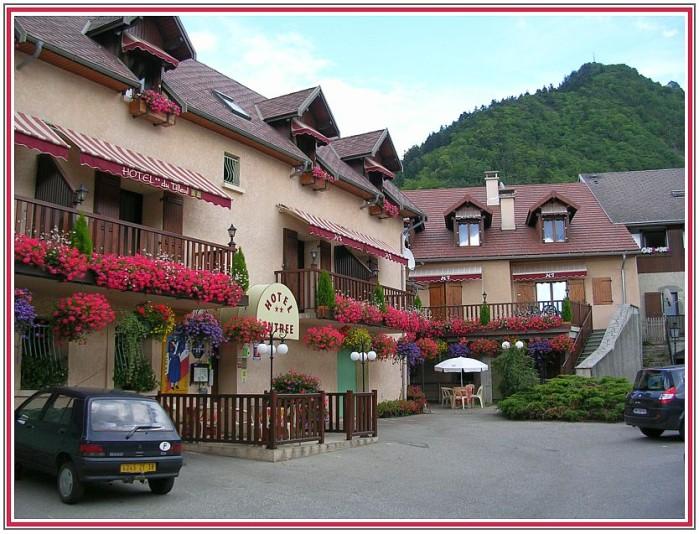 Hotel-du-Tilleul-a-Corps.jpg