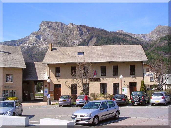 Mairie-de-Saint-jean-Saint-Nicolas.jpg