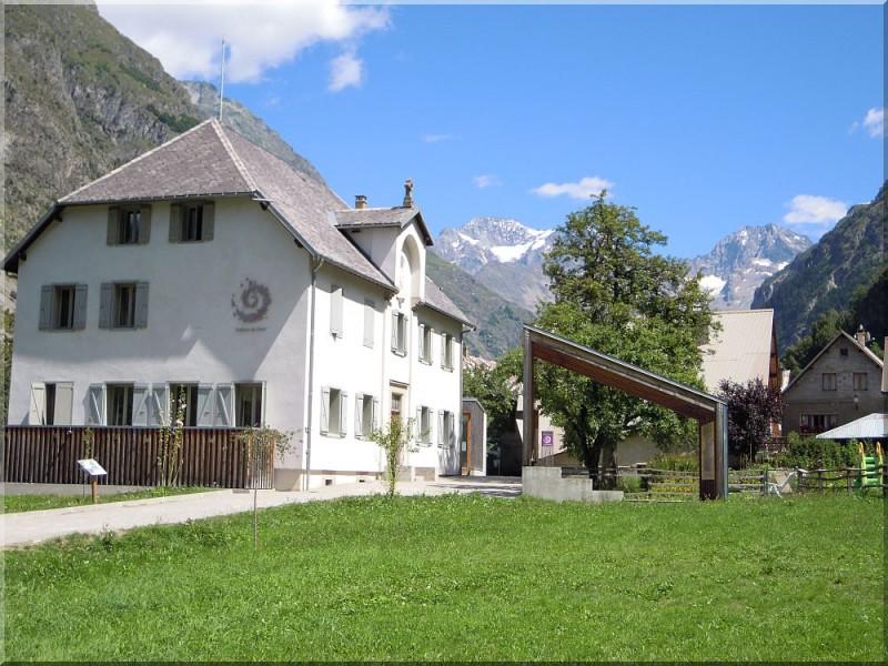 Maison-du-Parc-des-Ecrins.jpg