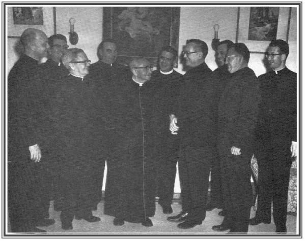 Mgr-Jean-Eyraud-et-ses-assistants.jpg