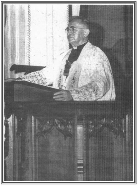 Mgr-Jean-Martin-Eyraud-lors-d-un-sermon.jpg