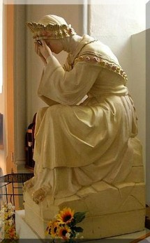 Notre-Dame--de-La-Salette-en-pleurs.jpg