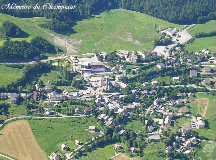 Photo-aerienne-Saint-leger-les-melezes.jpg