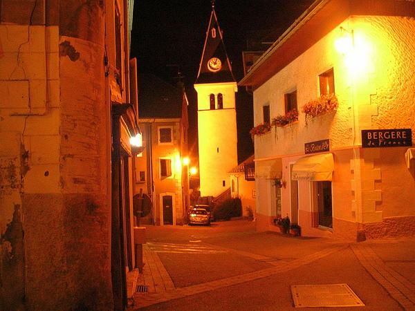 Photo-rue-Lesdigui-res-de-nuit.jpg