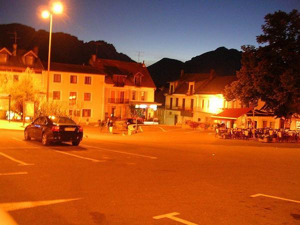 Place-de-la-Mairie---St-Bonnet-en-Champs