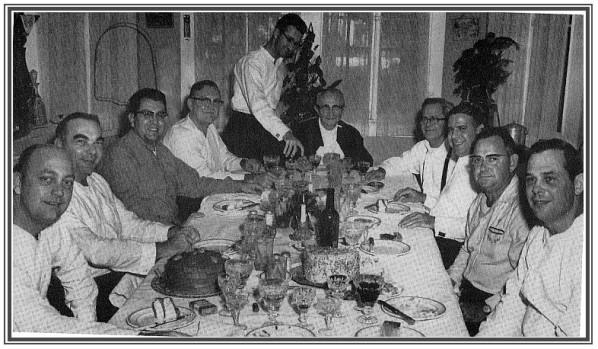 Repas-Monsignor-Eyraud-avec-ses-assistants.jpg