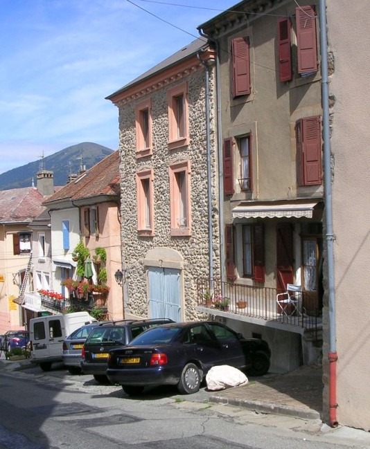 Rue-de-l-eglise-a-Corps.jpg