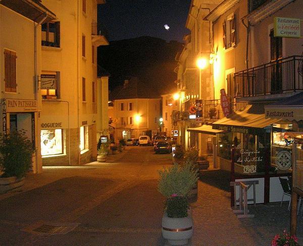 Saint-Bonnet-en-Champsaur-de-nuit.jpg