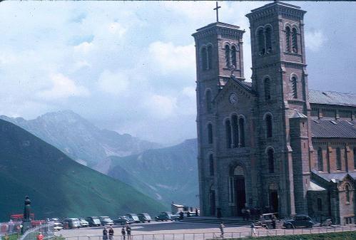 Sanctuaire-Notre-Dame-de-La-Salette-en-1960.jpg