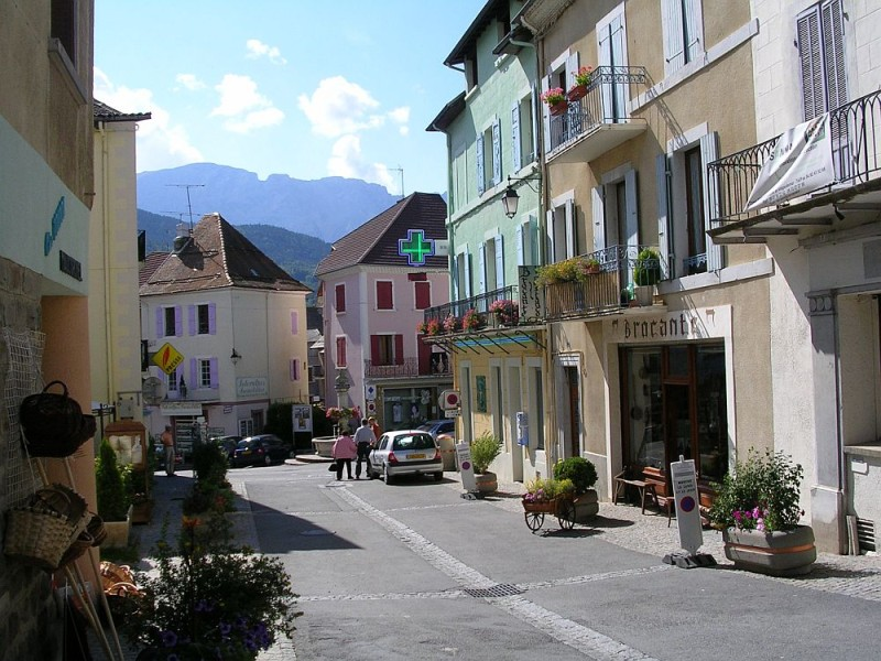 St-Bonnet-Rue-de-Chaillol-2.jpg