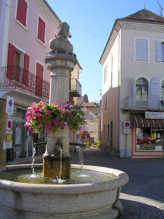 Statue-Lesdiguieres-a-Saint-Bonnet-en-Champsaur.jpg