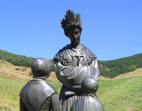 Statue-Notre-Dame-Zoom.jpg