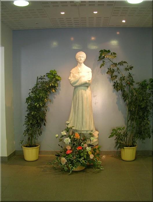 Statue-de-ND-de-La-Salette.jpg