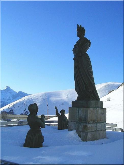 Statue de Notre dame de La Salette