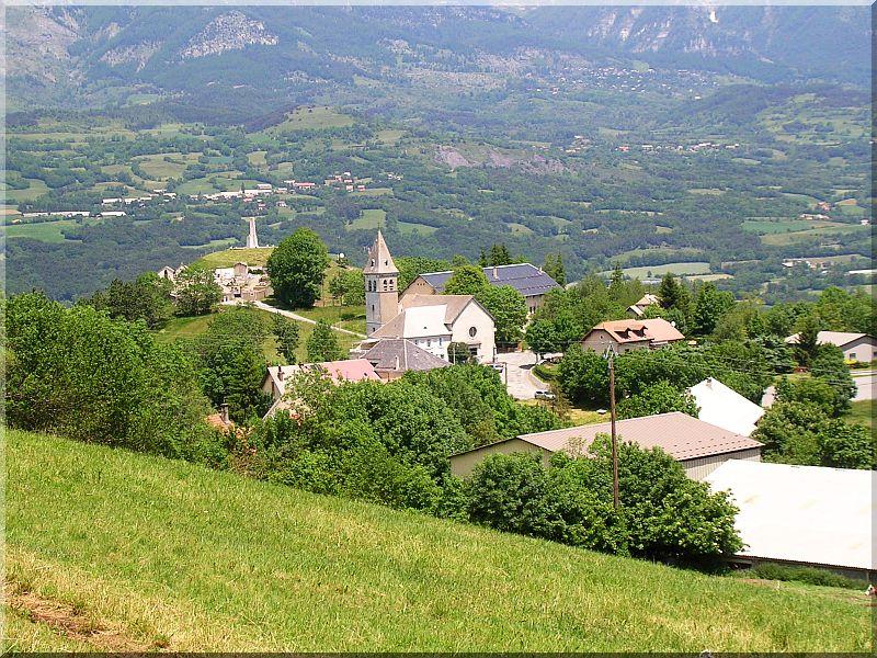Village-de-Laye.jpg