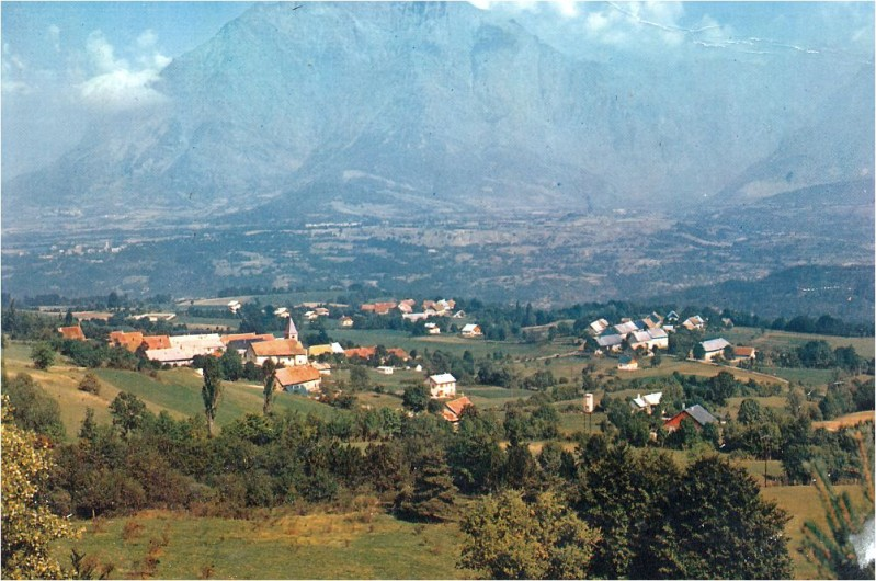 Village-du-Noyer.jpg