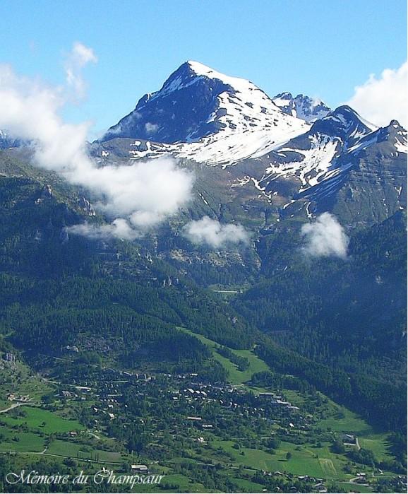 Vue-aerienne-station-de-ski-de-Chaillol.jpg