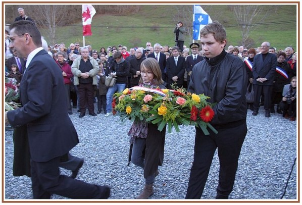 commemorations-obiou-13-novembre-2010-.-cimetier-copie-2.jpg