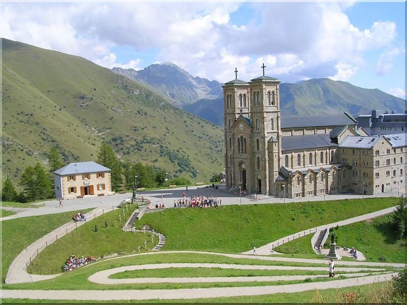 sanctuaire-Notre-Dame-de-La-Salette-5.jpg