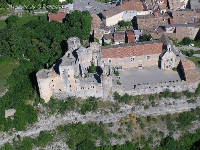 vue-aerienne-Chateau-de-Tallard.jpg