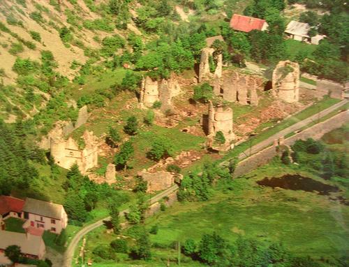 vue-aerienne-chateau-couleurs.jpg