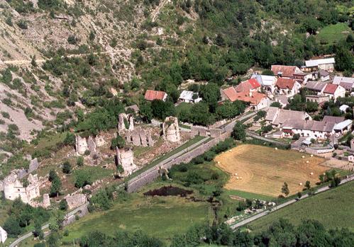 vue-aerienne-chateau-dir-Glaizil.jpg